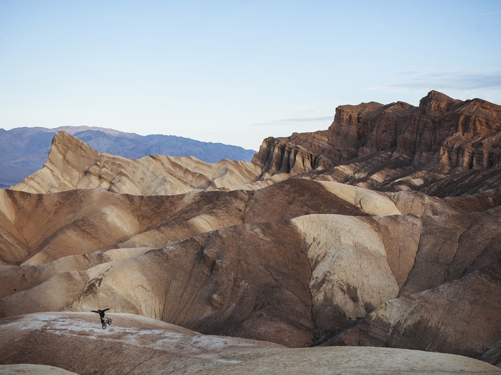 Du BMX dans la Death Valley ©VincentPerraud